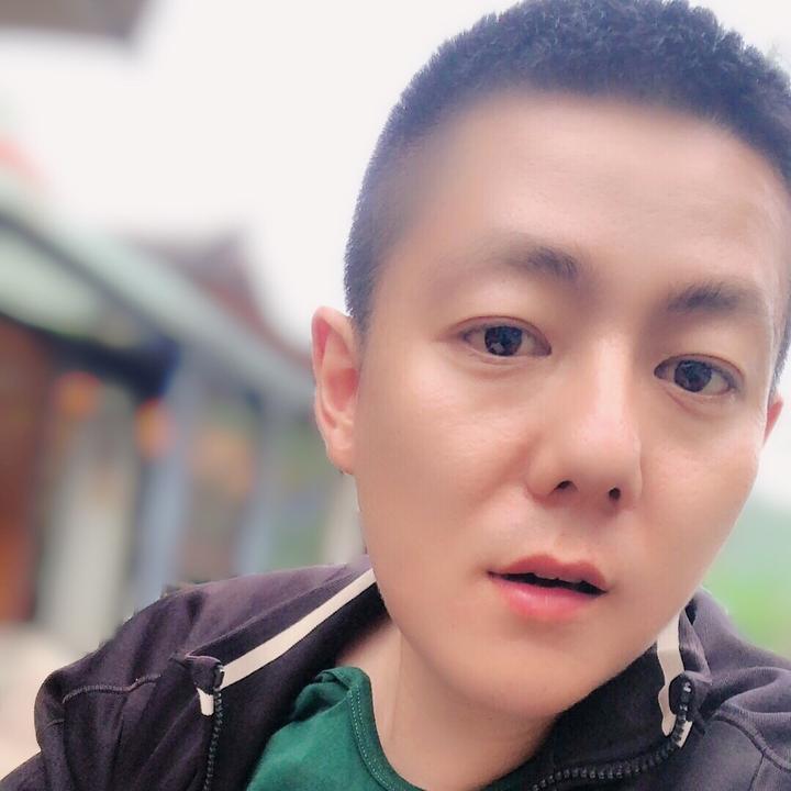 裴鑫干啥呢