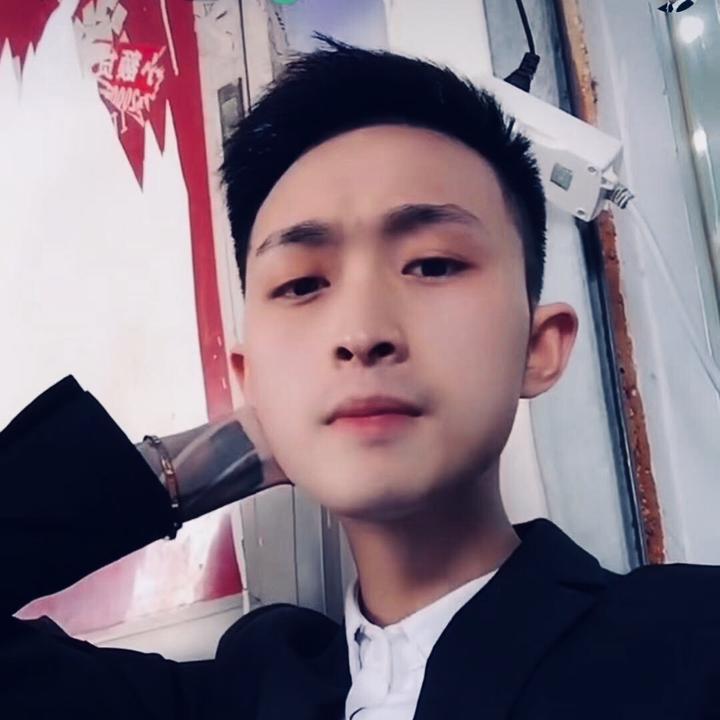 哲宇网红设计师88潮牌🌼